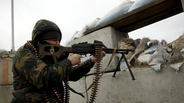 ВСтанице Луганской террористы обстреляли участки вывода войск, ранен украинский военный