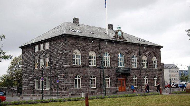 Премьер Исландии уходит вотставку из-за поражения его партии навыборах