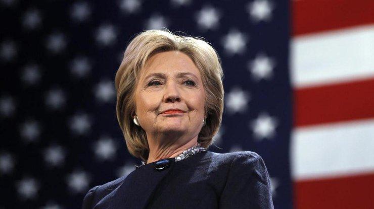 Клинтон пока еще опережает Трампа напару процентов— опрос