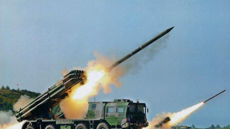 Разведка: ВИловайск боевикам привезли танки и«Грады»