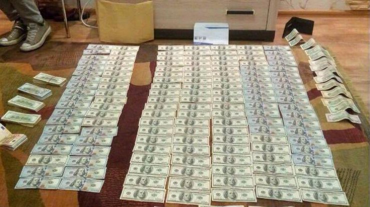 У судьи из Днепра в квартире нашли десятки тысяч долларов и евро