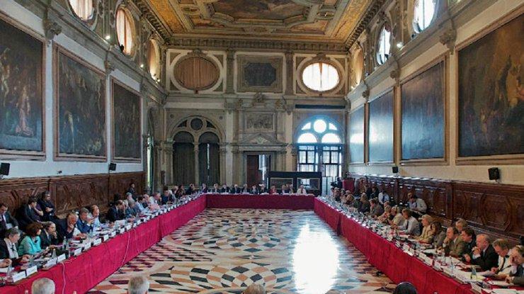 Венецианская комиссия: Решения судов Украины неаргументированы