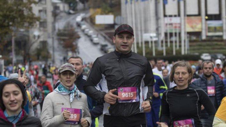 ВКиеве состоялся благотворительный марафон— Забег под дождем