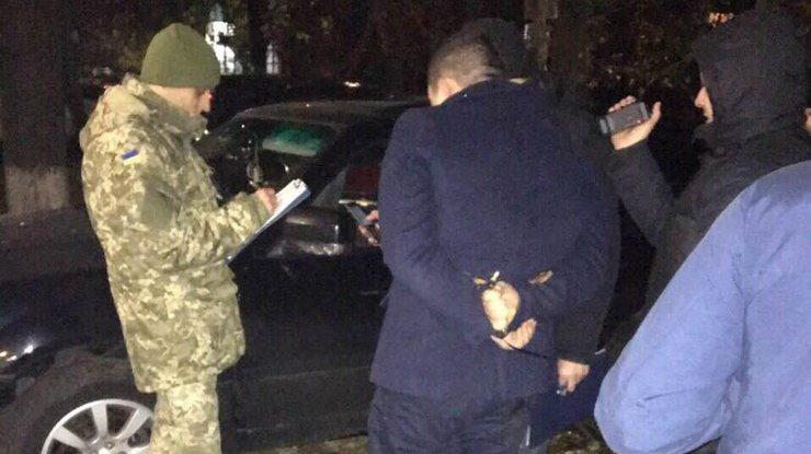 В Киеве задержан офицер полиции за крупную взятку