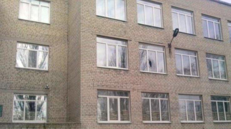 Боевики «ДНР» обстреляли школу вприфронтовой Марьинке