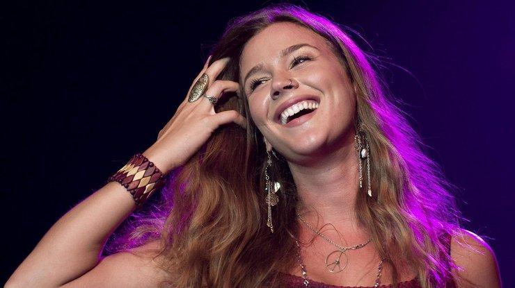 Обладательница Grammy Joss Stone спела украинскую народную песню вместе сгруппой DVOE
