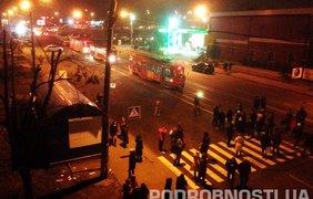 В Киеве жители Дарницы заблокировали движение транспорта