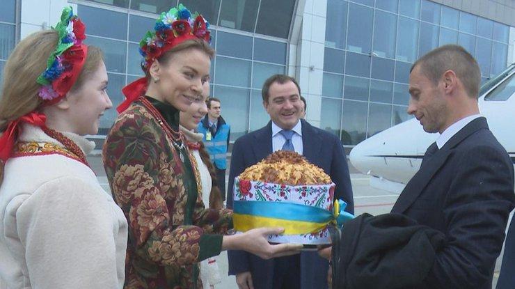 Встолицу страны Украина свизитом прибыл президент УЕФА: состоялась встреча сПорошенко