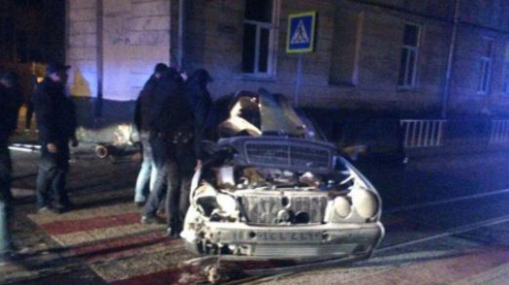 ВоЛьвове иностранная машина въехала встену дома, погибла 17-летняя девушка
