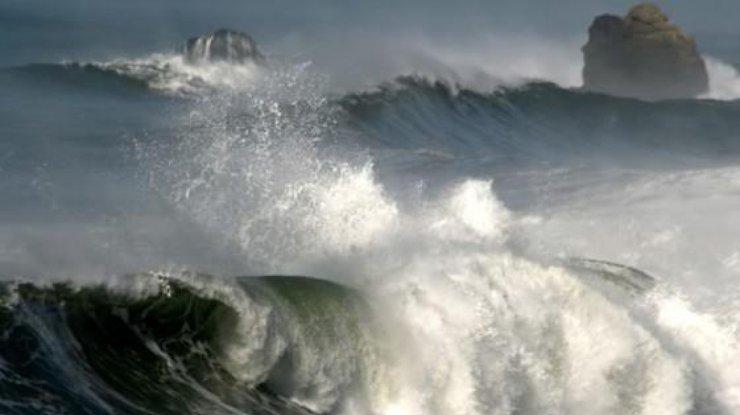 Синоптики предупреждают опорывах ветра ивысоких волнах вакваториях морей