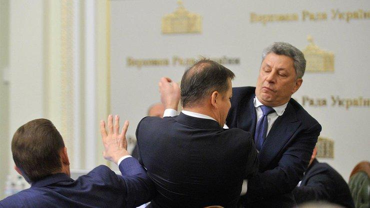 Нацполиция открыла дело пофакту потасовки Бойко иЛяшко
