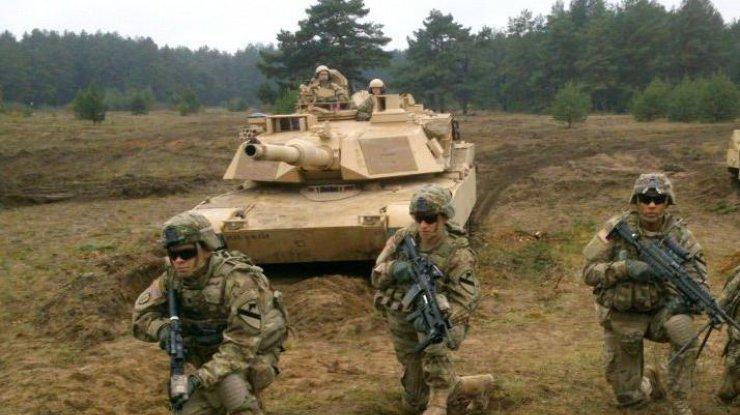 Франция отправит вЭстонию 300 военных, танки иБМП