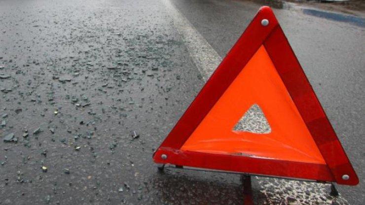 ВДнепропетровской области автомобиль Lexus столкнулся савтобусом