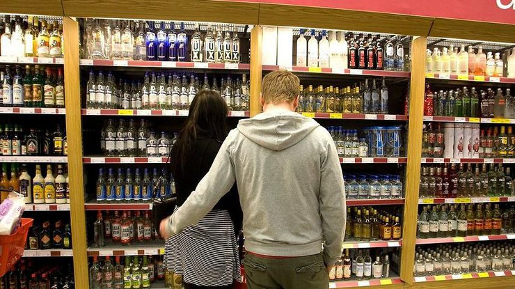 Кабмин увеличил цену наалкогольные напитки