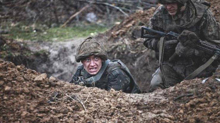 Всекторе «Мариуполь» впроцессе мощного обстрела умер боец ВСУ