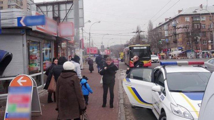 ВКиеве вооруженный бандит напал накредитное кафе