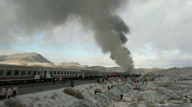 Жертвами столкновения 2-х поездов вИране стали неменее тридцати человек