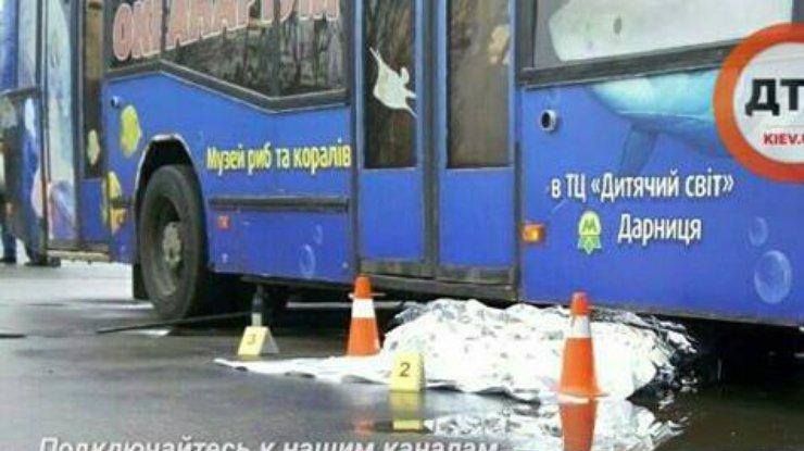 Смертельное ДТП: Под колесами троллейбуса умер водитель-нарушитель