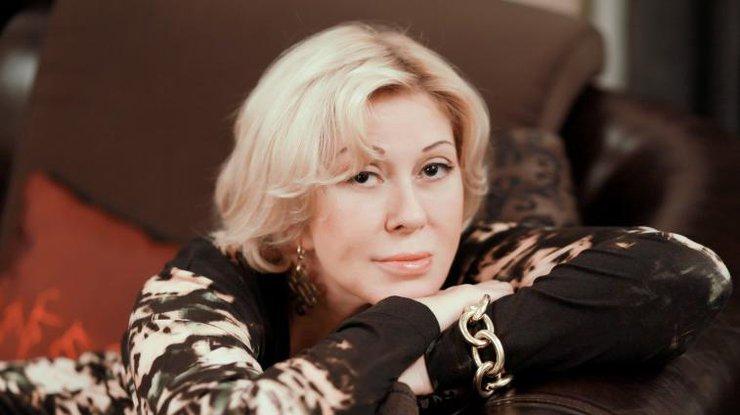 «Прижала ипередавила»: 62-летняя Любовь Успенская засветила грудь в«невидимом» платье
