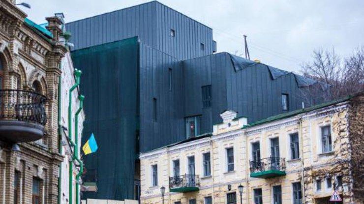 НаАндреевском спуске вместо театра построили «энергоблок ЧАЭС»