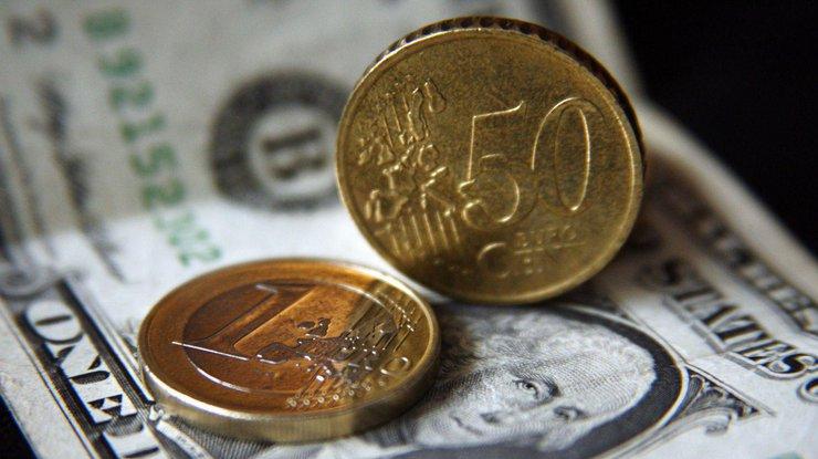 Курс валют: после выходных доллар упал вцене