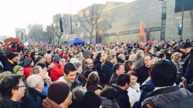 Тысячи курдов вГермании вышли намитинг против политики Эрдогана