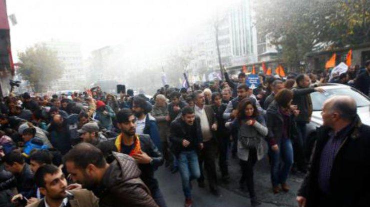 ВСтамбуле митингующих разогнали водометами ислезоточивым газом