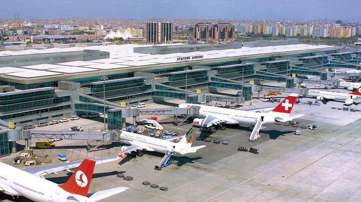 Аэропорт Ататюрка вТурции открыт после стрельбы