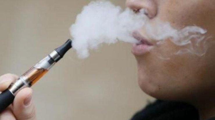 Ученые бьют тревогу: вейперы все чаще переходят наобычные сигареты