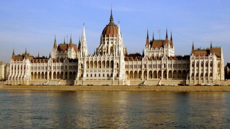 Парламент Венгрии отвергнул законодательный проект Орбана озапрете «расселения иностранных граждан»