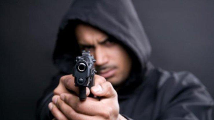 Нахальное ограбление иностранца вКиеве. Мужчину связали и безжалостно избили