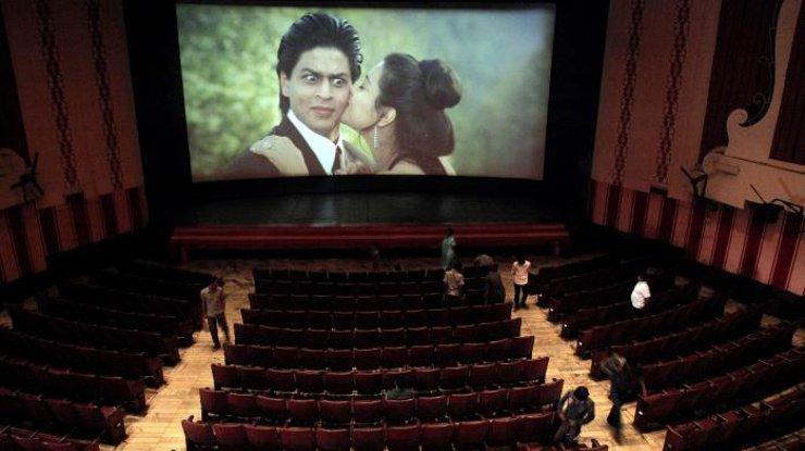 Власти Индии заставили кинотеатры включать гимн перед началом фильма
