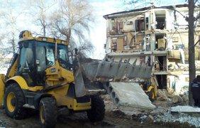 В Чернигове по частям разбирают конструкции обвалившегося дома (фото: dsns.gov.ua)
