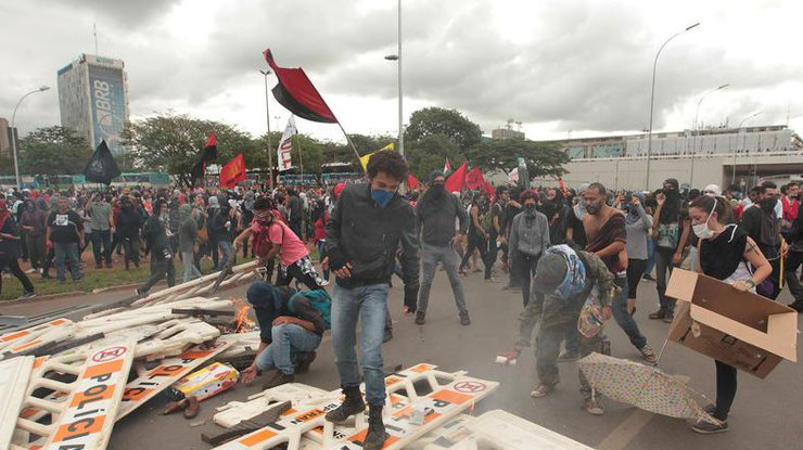 ВБразилии заморозка госрасходов на20 лет вызвала волну демонстраций