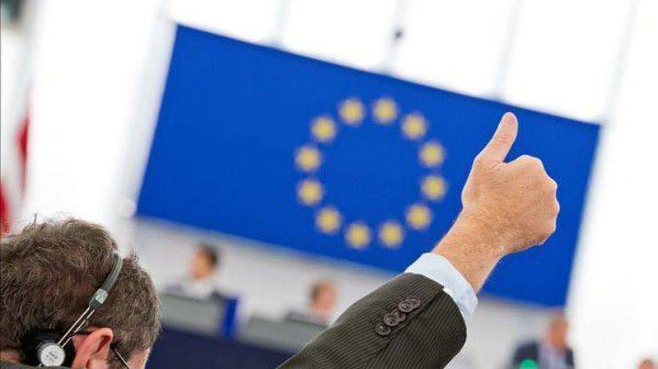 Европейский совет поддержал отмену виз для жителей Украины иГрузии