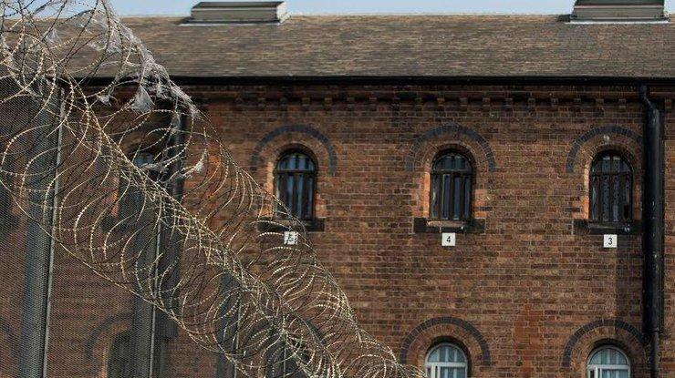Около 600 заключённых устроили бунт втюрьме Бирмингема
