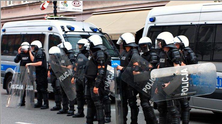 ВВаршаву прибудет 500 полицейских для охраны правопорядка