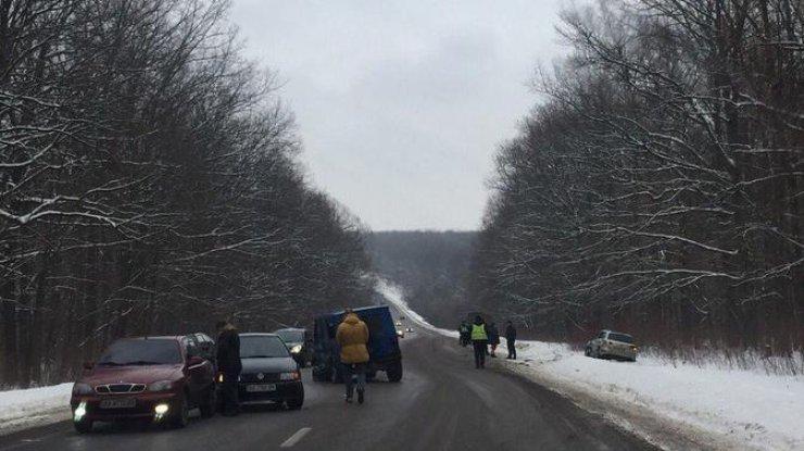 ВХарькове сразу семь авто угодили вмасштабное ДТП