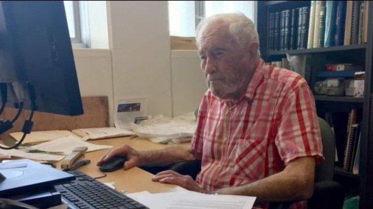 102-летний профессор не желает уходить сработы