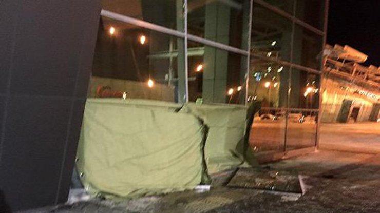 СМИ проинформировали, что втерминал аэропорта Казани заехал автомобиль