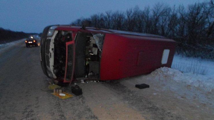 ВЛуганской области перевернулся автобус спассажирами