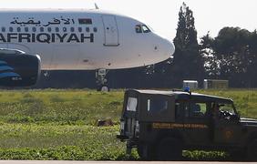 Захватчики самолета отпустили всех пассажиров. Фото: Sky News Arabia
