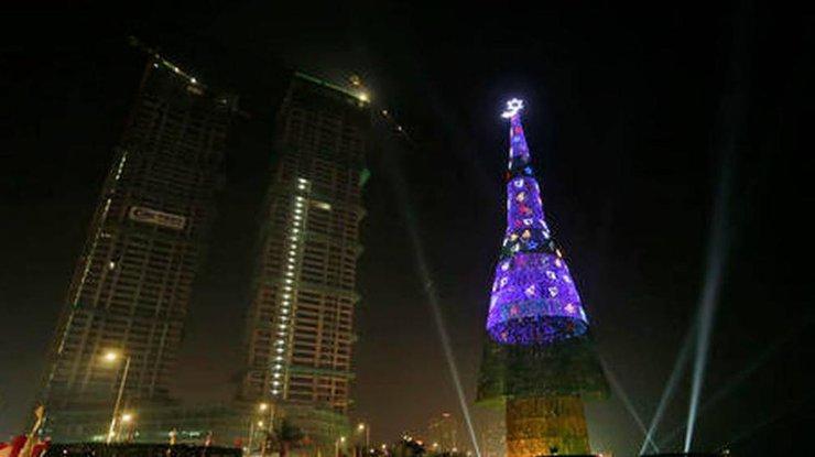 Встолице Шри-Ланки построили самую высокую искусственную елку вмире