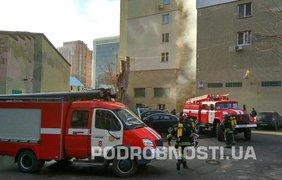 В Киеве горит жилой дом. Фото: Евгений Опанасенко