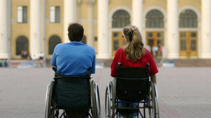 Порошенко: нам следует сформировать толерантное отношение клюдям синвалидностью