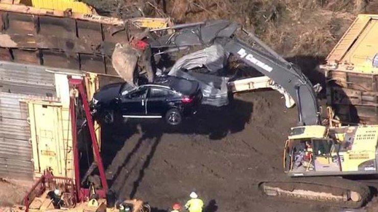 ВСША из-за аварии надороге поезда получили повреждения 120 авто БМВ