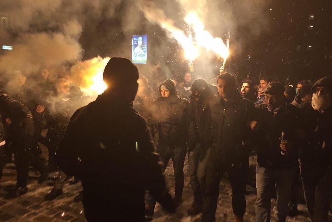 Появилось видео, как фанаты «Бешикташа» топчут флаг «Динамо»