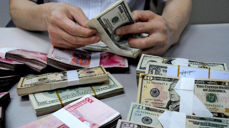 Курс доллара достиг нового максимума поотношению кевро иостановился