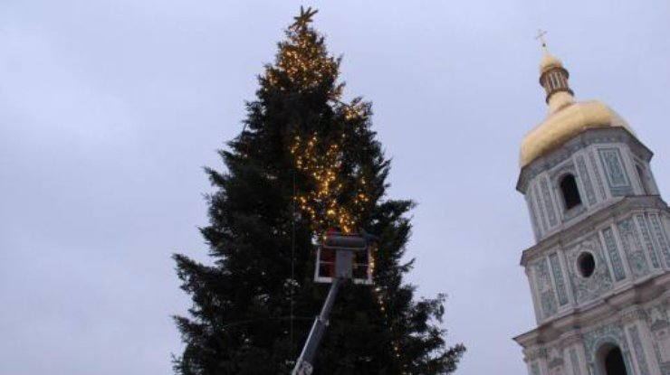 Сегодня вКиеве начнут украшать главную елку страны