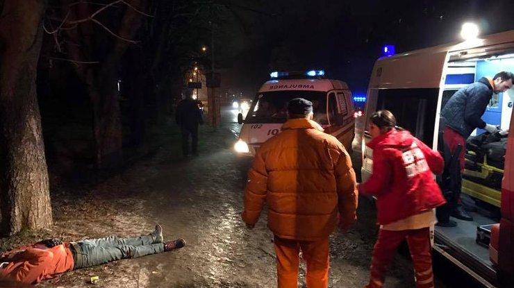 ВУжгороде нетрезвый работник СБУ напешеходном переходе наехал на 2-х иностранцев